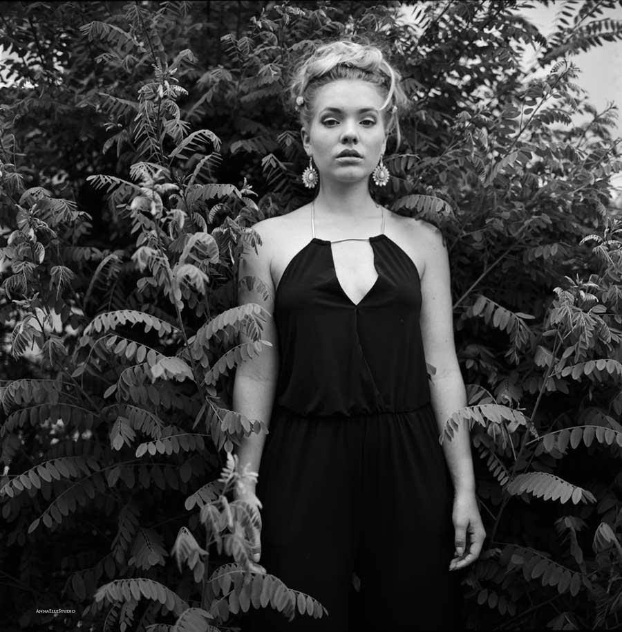 femme photographe portrait nature shooting argentique neuchatel suisse lausanne geneve